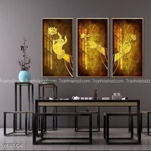 Tranh tay Phật cầm bông sen vàng